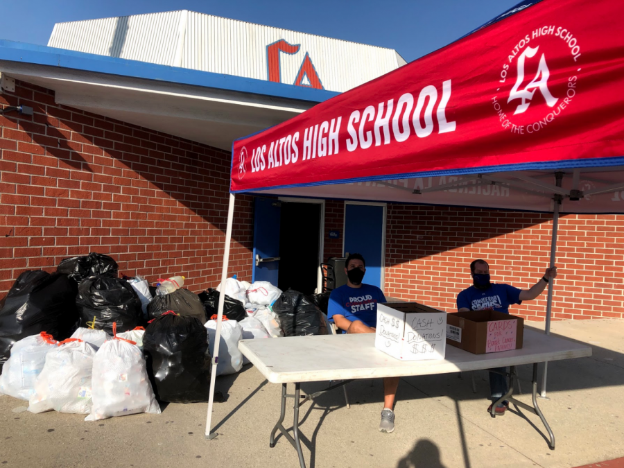 Renaissance+advisor+Christopher+Reeder+and+Principal+Jeff+Hess+set+up+in+front+of+the+Hacienda+where+they+greet+students+as+they+drop+off+their+bags+of+recyclables+and+cash+donations.+Photo+by+Elias+Robles